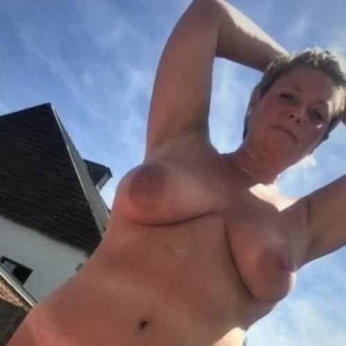 Geile afspraakjes op een parking voor sex